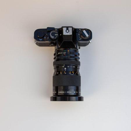 Retro film photo camera isolated on white background Imagens