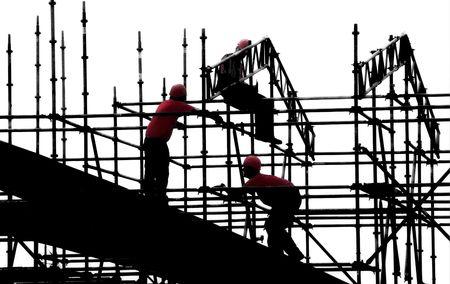 Trabajadores de la Construcci�n camisas rojas siluetas Foto de archivo