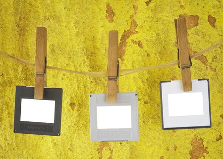 blank slides hanging on a rope,grungy background, freey copy and pix space Banco de Imagens