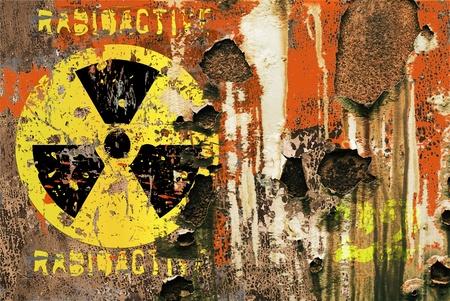 bombe atomique: signe rayonnement grungy sur un conteneur de transport rouillée