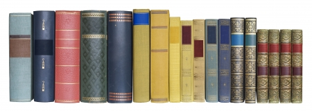 los libros en una fila, aislados en fondo blanco, etiquetas en blanco con copia espacio libre