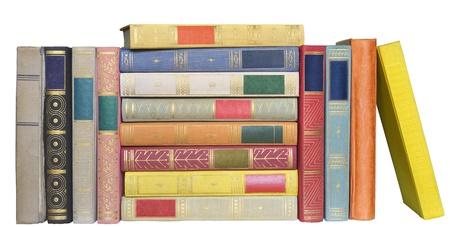 pile of books: Fila di libri, isolato su sfondo bianco