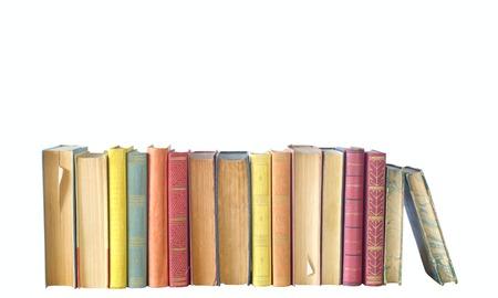 knocked out: fila de libros, aislados en fondo blanco Foto de archivo