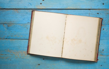 ビンテージ本、無料コピーの領域を開く 写真素材