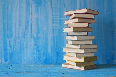 marca libros: pila de libros Foto de archivo