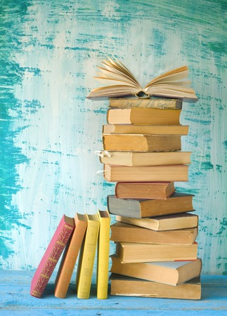 stack of books, row of books, open book, free copy space Archivio Fotografico
