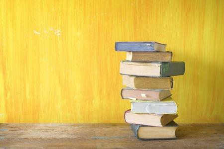 stapel oude boeken, gratis exemplaar ruimte Stockfoto
