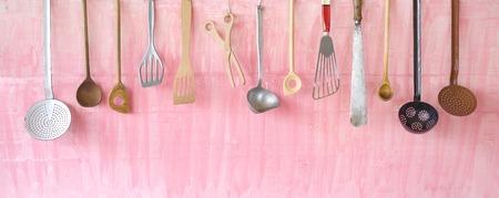 utencilios de cocina: utensilios de cocina vintage, espacio de libre copia Foto de archivo