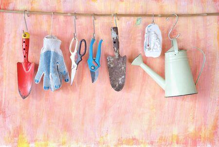 Gardening utensils on grungy wall, springtime gardening, good copy space Zdjęcie Seryjne