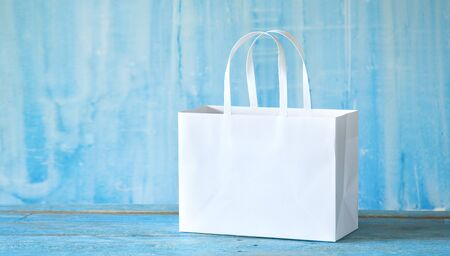 White empty paper shopping bag with free copy space. Sale, buying, shopping mock up. Zdjęcie Seryjne