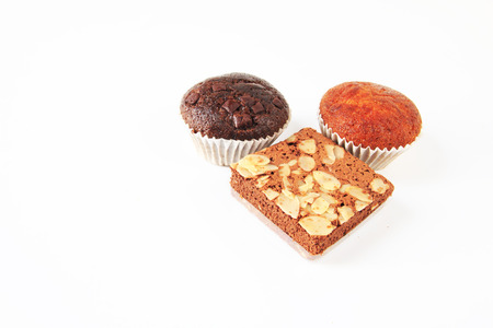 plato del buen comer: Chocolate brownies and banana cake with milk on white  background