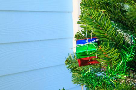 silhouettable: Gift box on chrismas tree