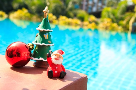 Versierde kerst, poolachtergrond Stockfoto