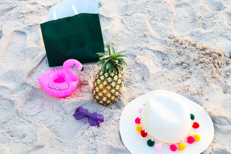 Pineapple fruit with sunglasses on sand ,Tropical summer vacation concept. Imagens