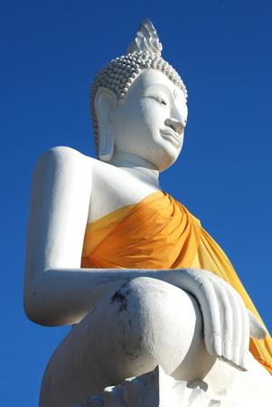 phra nakhon si ayutthaya: Big white buddha statue on blue sky at  Wat Yai Chaimongkol temple, Phra Nakhon Si Ayutthaya historical park, Thailand Stock Photo