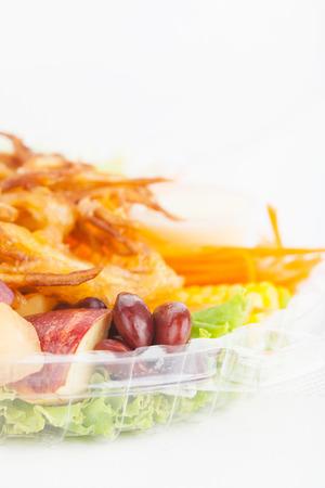 abstinence: Confezione scatola di insalata su carta sfondo bianco Archivio Fotografico