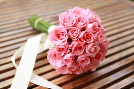 핑크 장미 꽃에서 결혼식 꽃입니다. 스톡 콘텐츠