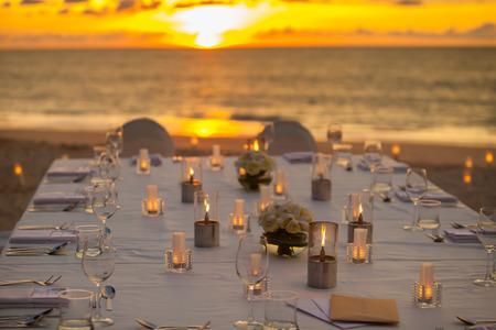 태국 해변에서 긴 저녁 식사 테이블 스톡 콘텐츠
