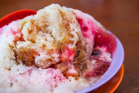 Closeup image of cendol dessert with
