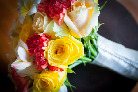 Wedding flowers bouquet of colorful roses. Imagens