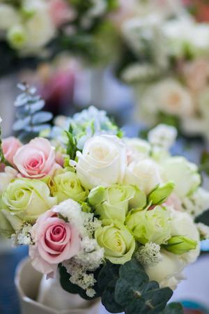 cerca del ramo de rosas de la boda. Foto de archivo