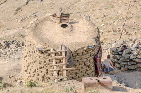 An outdoor kitchen in an informal settlement in the capital of Afghanistan Kabul seen from the hillsides 免版税图像 - 97530736