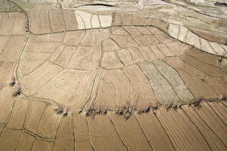 Aerial photo taken between Kabul and Ghazni in Afghanistan with agricultural fields 免版税图像 - 97530742