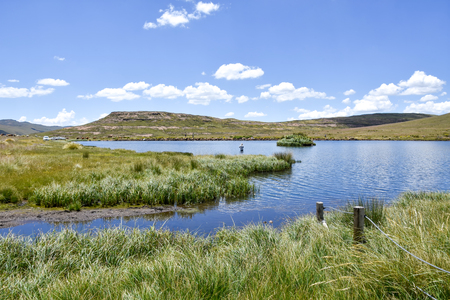 A view of the Loch Ness pond near Tiffendell near Rhodes in South Africa in the Eastern Cape 免版税图像 - 97530716