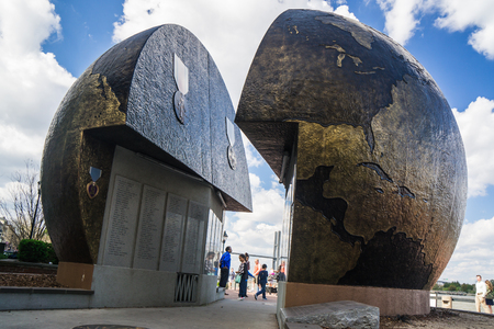 A World Apart, World War II Memorial in Savannah, Georgia, February 2017 新聞圖片