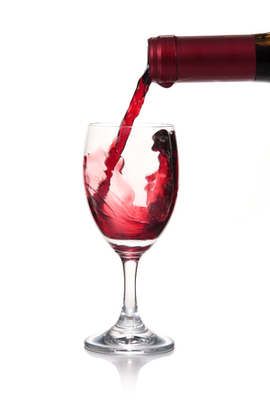 merlot: Pour wine to the cup