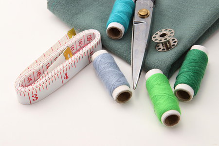 Hand sewing tool