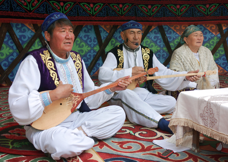 wedding customs: wedding performers