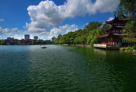 lakeside: Lakeside traditional architecture