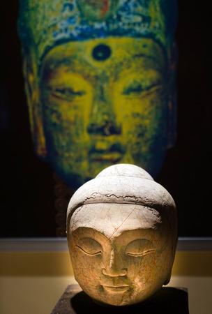 cabeza de buda: Cabeza de la estatua de Buda Editorial