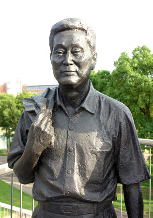 higher education: Ningbo academician statue Editorial