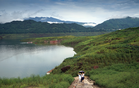 Nature scenery view of a lake and Wawu mountain