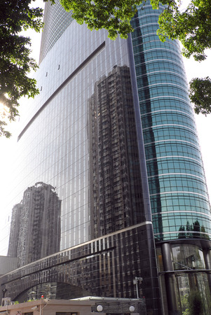 Glass wall of tall building 新聞圖片