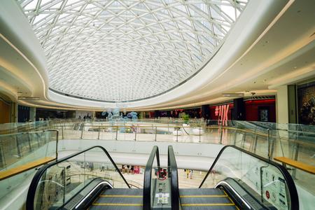 Mall interior Redakční