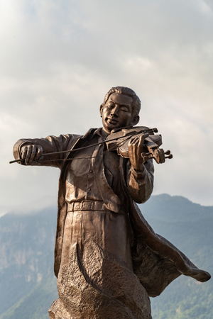 Nie Er statue