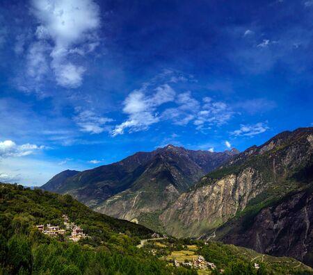 Danba Tibetan Village scenery Foto de archivo - 128854287
