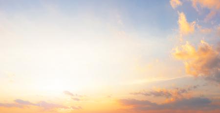 Sceneria wschodu słońca