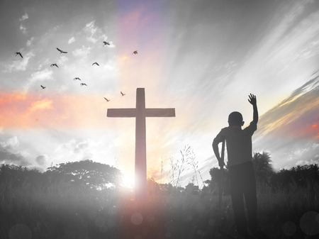 Easter resurrection concept:Black cross on a hill as the sunsets behind it Stockfoto