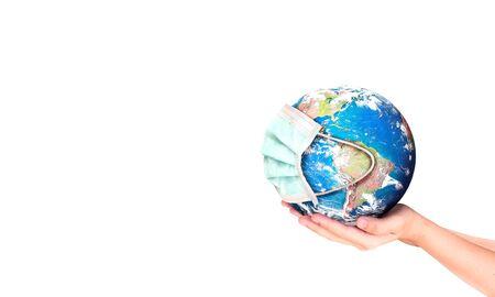 Concept du Jour de la Terre : Virus Corona ou Terre COVID-19 portant un masque