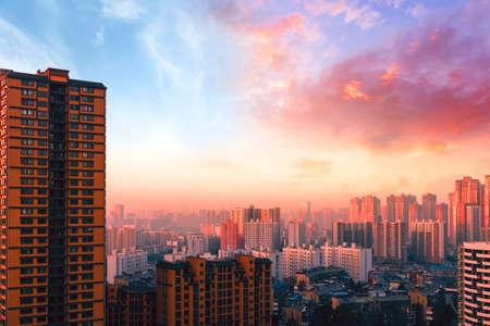 Amazing panorama view city skyline and skyscraper at sunset 免版税图像