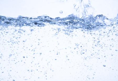Wasser auf einem weißen Hintergrund