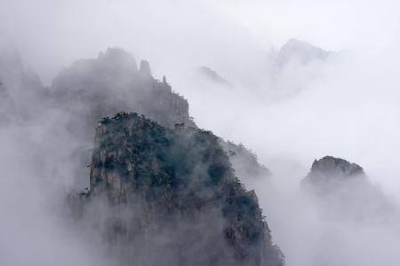 China Huangshan, fog Archivio Fotografico