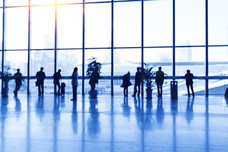 gente aeropuerto: Silueta de personas en el aeropuerto