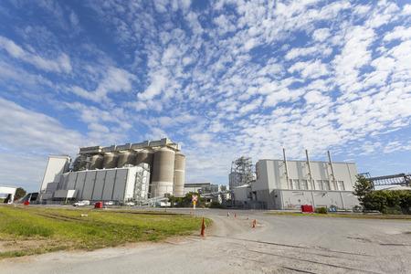 grain storage: Grain storage tanks