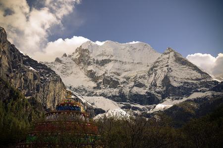 ding: Xian Nairi Snow Mountain
