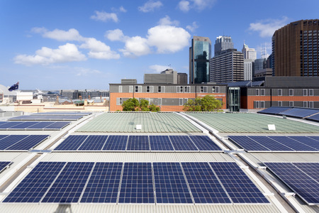 Pannelli solari sul tetto Archivio Fotografico - 50194826